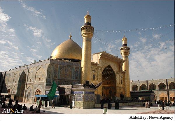 جاي دو انگشت بر روي مرقد حضرت علي (ع)